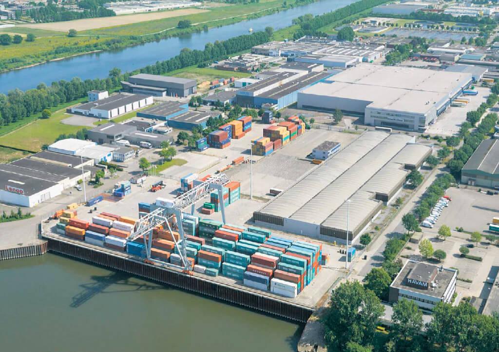 Bargeterminal op bedrijventerrein Trade Port Venlo
